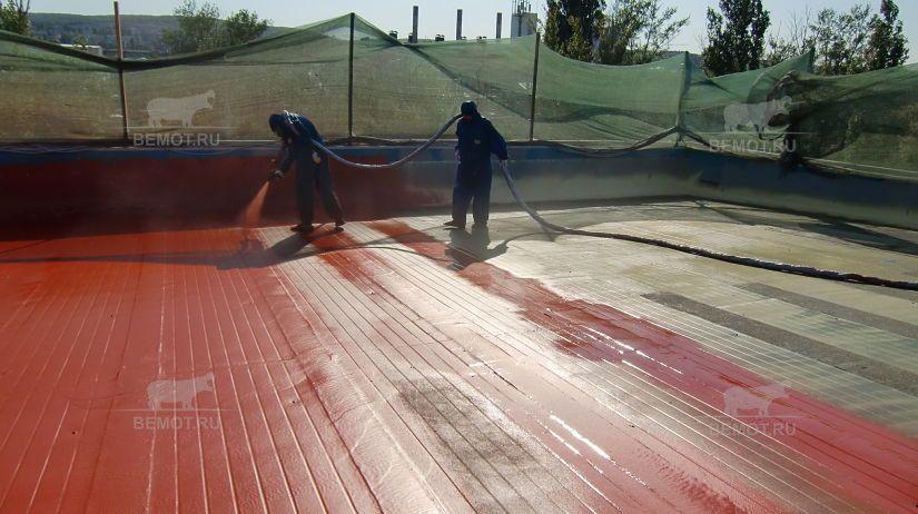 Напыление основного слоя полимочевины на крышу