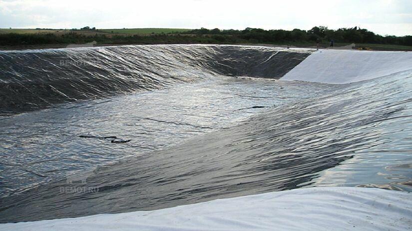 гидроизоляция полимочевиной пруда по основанию из геотекстиля