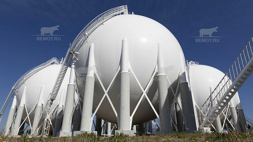 Напыляемая гидроизоляция из полимочевины на металлической круглой бочке снаружи