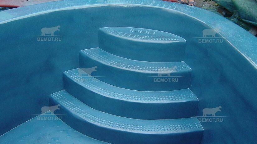 Напыляемая гидроизоляция из полимочевины в бассейне
